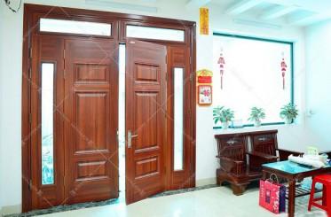 Cửa phòng khách nên chọn cửa 2 cánh hay cửa 4 cánh?