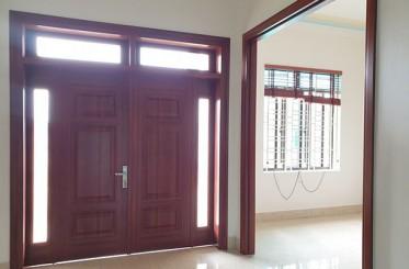 5 lý do chọn cửa thép 4 cánh vân gỗ cho phòng khách