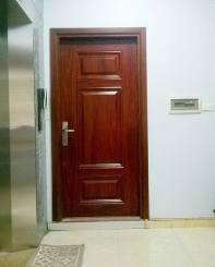 Lắp đặt cửa thép vân gỗ 1 cánh đơn tại 16 Nguyễn Văn Huyên – Cầu Giấy