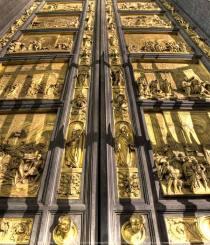 10 cánh cửa nổi tiếng nhất trên thế giới