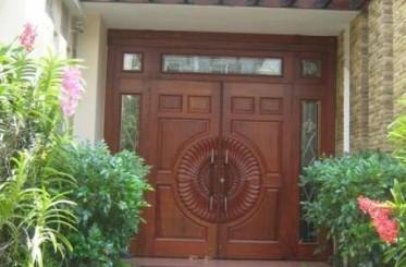 Mách bạn cách làm đẹp cửa thép vân gỗ