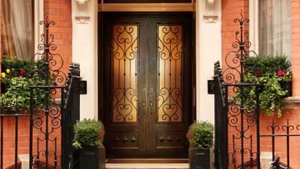 Bạn có nên chọn cửa sắt đẹp, cao cấp cho ngôi nhà?