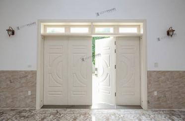 Cửa thép vân gỗ màu trắng: 5 mẹo làm sạch như mới