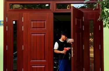 Top 5 mẫu cửa 4 cánh bằng thép vân gỗ cho cửa chính đẹp nhất 2019