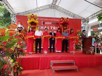 Tưng bừng khai trương đại lý phân phối cửa thép vân gỗ Nam Hồng - Bắc Ninh cơ sở 2