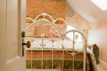 Cấm kỵ trong phong thủy phòng ngủ và cách khắc phục