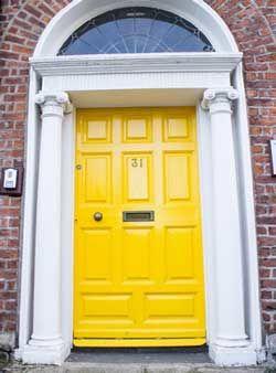 Màu vàng cửa chính nói gì về tính cách của bạn
